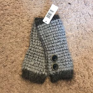 Accessories - Simply noelle fingerless gray gloves